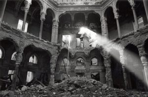 National and University Library, Sarajevo, after the shelling. GERVASIO SÁNCHEZ for El Pais.